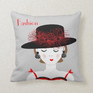 赤いイラストレーションのファッションのかわいらしい女性 クッション