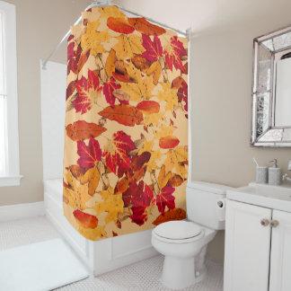 赤いオレンジ黄色ブラウンの秋の群葉 シャワーカーテン