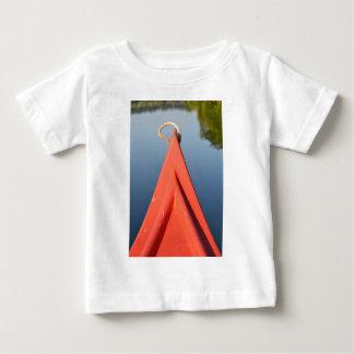 赤いカヌー ベビーTシャツ