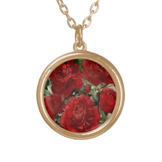 赤いカーネーションによってはネックレスが開花します ゴールドプレートネックレス