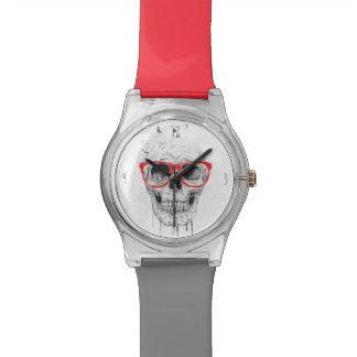 赤いガラスが付いているスカル 腕時計
