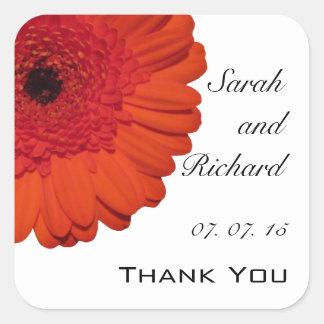 赤いガーベラのデイジーは結婚式の引き出物のステッカー感謝していしています スクエアシール