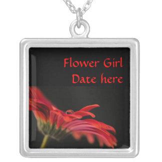 赤いガーベラのフラワー・ガールの結婚 シルバープレートネックレス