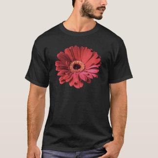 赤いガーベラの暗闇のTシャツ Tシャツ
