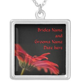 赤いガーベラの花嫁の結婚 シルバープレートネックレス