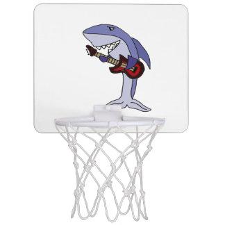 赤いギターを演奏しているおもしろいな鮫 ミニバスケットボールゴール