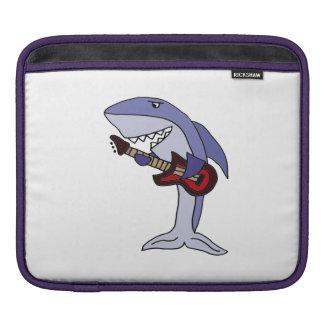 赤いギターを演奏しているおもしろいな鮫 iPadスリーブ