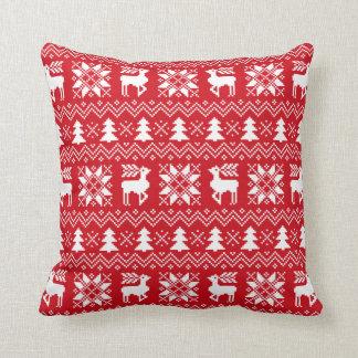 赤いクリスマスのセーターのトナカイのポインセチアパターン クッション