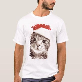 赤いクリスマスの帽子を身に着けている国内虎猫猫 Tシャツ
