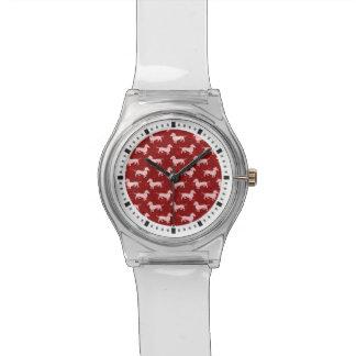 赤いクリスマスの雪片のダックスフント 腕時計