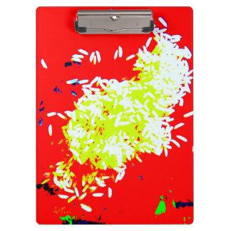 赤いクリップボードの幸せな米 クリップボード