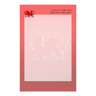 赤いクロム効果のエンボス一見の赤いドラゴン 便箋