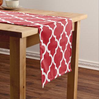 赤いクローバーはパターンをタイルを張ります ショートテーブルランナー