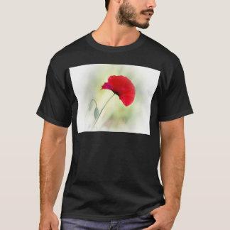 """赤いケシが付いているエプロンは""""幸せです! """" Tシャツ"""