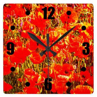 赤いケシの野生の花の芸術のデザインの明るい分野 スクエア壁時計