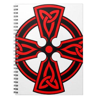 赤いケルト十字のサクソンのバイキングのwiccaの異教徒 ノートブック