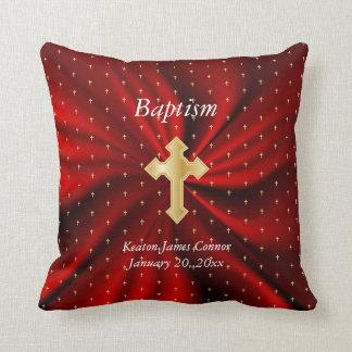 赤いサテン及び小さい金ゴールドの十字パターンの洗礼 クッション