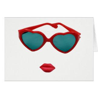赤いサングラスおよびキャンデーの唇のブランク カード