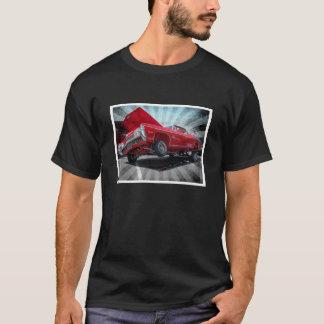 赤いシボレー・インパラのロウライダーのクラシックのワイシャツ Tシャツ