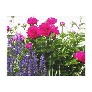 赤いシャクヤクおよび紫色の花の写真 キャンバスプリント
