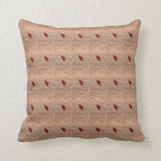 赤いスズメバチの枕 クッション