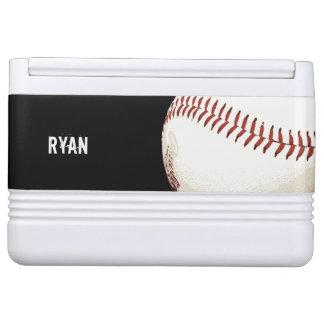赤いステッチの野球の球 IGLOOクーラーボックス