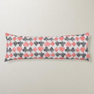 赤いダマスク織カードはハートのダイヤモンド踏鋤クラブに適します ボディピロー
