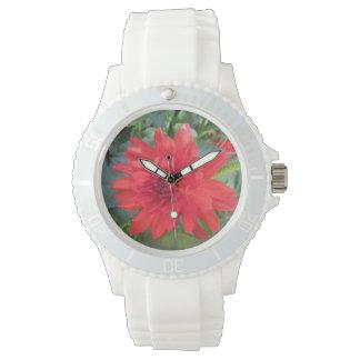 赤いダリアの植物 腕時計