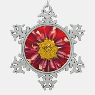 赤いダリアの花のクリスマスのオーナメント スノーフレークピューターオーナメント