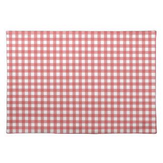 赤いチェック模様の布 ランチョンマット