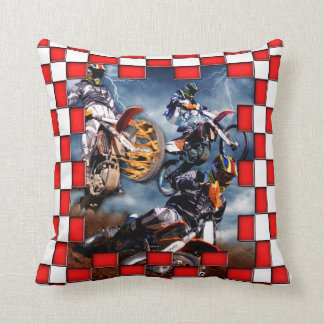 赤いチェック模様の旗とのフリースタイルのモトクロス クッション