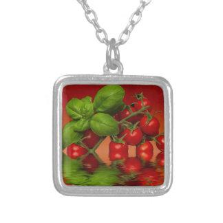 赤いチェリートマトのベズル シルバープレートネックレス