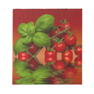 赤いチェリートマトのベズル ノートパッド
