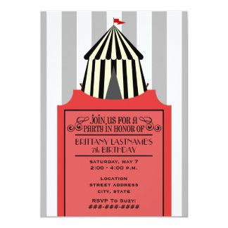 赤いチケットの誕生日の黒く及び白いサーカスのテント 12.7 X 17.8 インビテーションカード