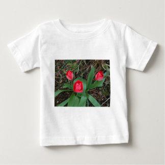 赤いチューリップ ベビーTシャツ