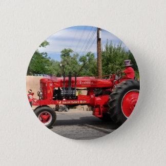 赤いトラクター 5.7CM 丸型バッジ