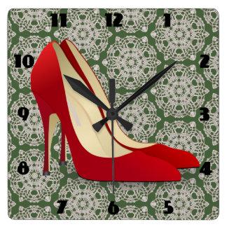 赤いハイヒールは時計に蹄鉄を打ちます スクエア壁時計
