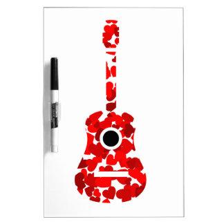 赤いハートが付いているギター ホワイトボード