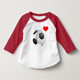 赤いハートとのベクトルフットボール Tシャツ
