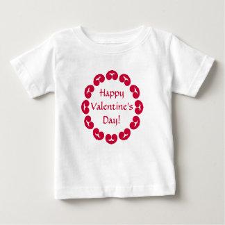 赤いハートのバレンタインデーのファンシーな円 ベビーTシャツ