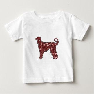 赤いハートのベビーのTシャツを持つアフガンハウンド犬 ベビーTシャツ