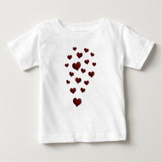 赤いハートの気球のバレンタインデー愛 ベビーTシャツ