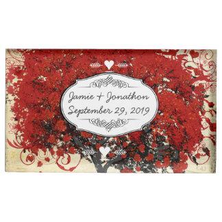赤いハートの葉の木の結婚式