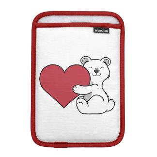 赤いハートを持つバレンタインデーの白くま iPad MINIスリーブ