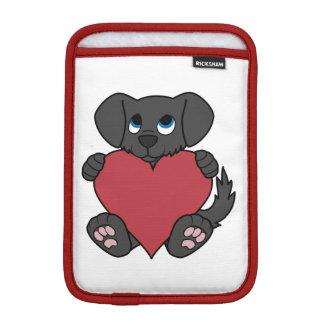 赤いハートを持つバレンタインデーの黒の小犬 iPad MINIスリーブ