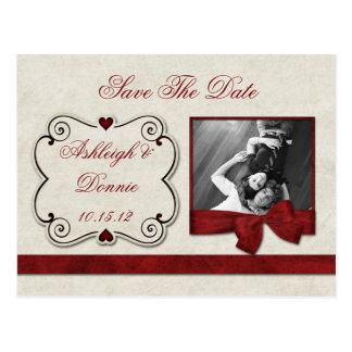 赤いハートスクロールリボンの写真の保存日付 ポストカード