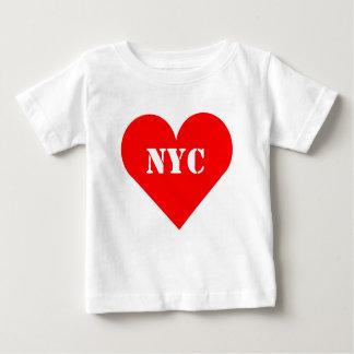 赤いハートNYCの乳児のTシャツ ベビーTシャツ