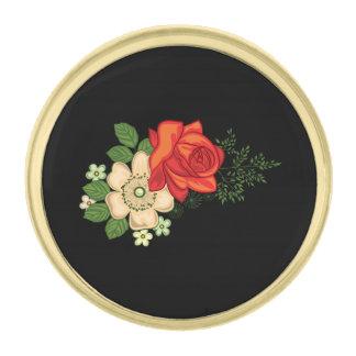 赤いバラおよびデイジーの黒い背景 金色 ラペルピン