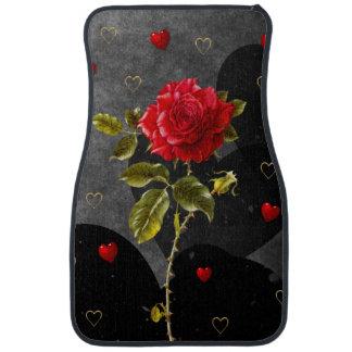 赤いバラが付いている黒くグランジなハート カーマット