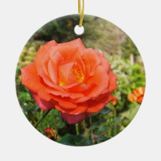 赤いバラのオーナメントは、カスタマイズ セラミックオーナメント